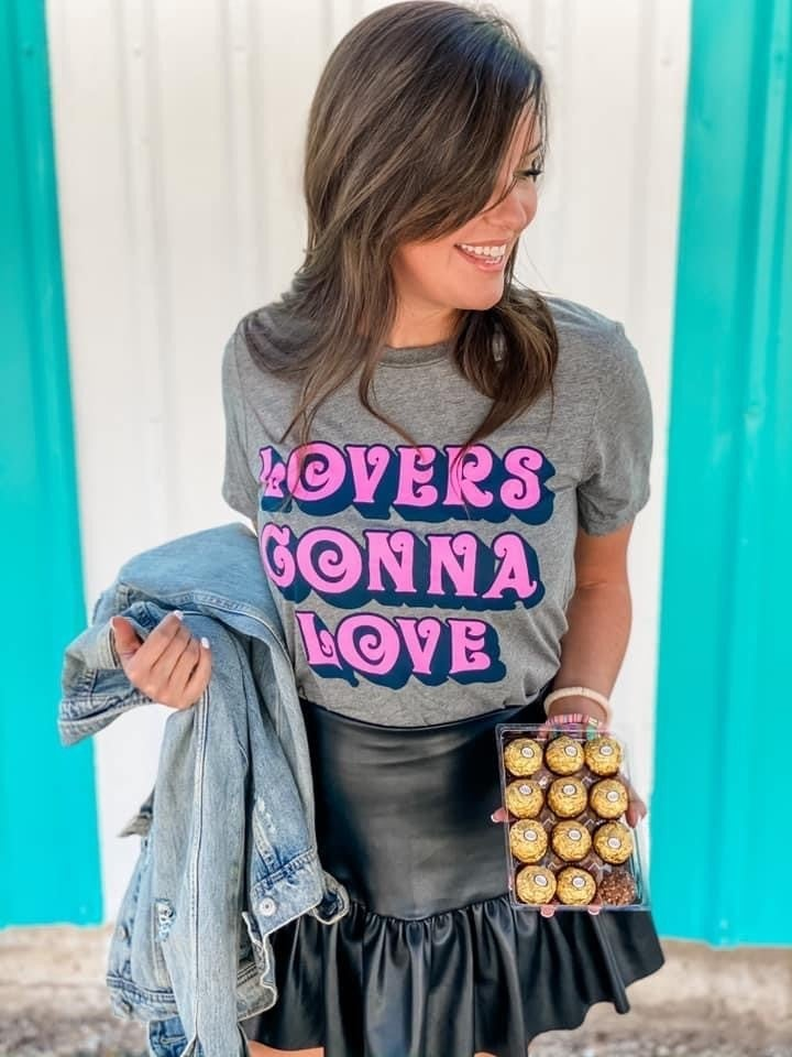 LOVERS GONNA LOVE GRAPHIC TEE