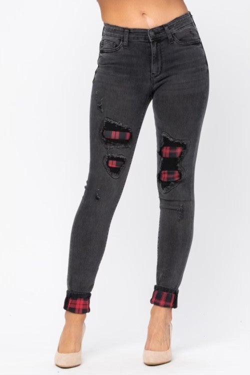 JUDY BLUE BLACK DESTROYED SKINNY JEANS WITH PLAID PATCH AND CUFF