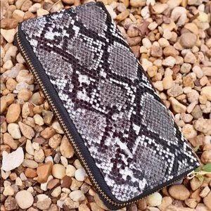 Olivia Faux Snakeprint Wallet Black
