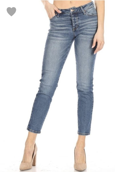 Celebrity Pink Marcy Mid-Rise Straight Jean
