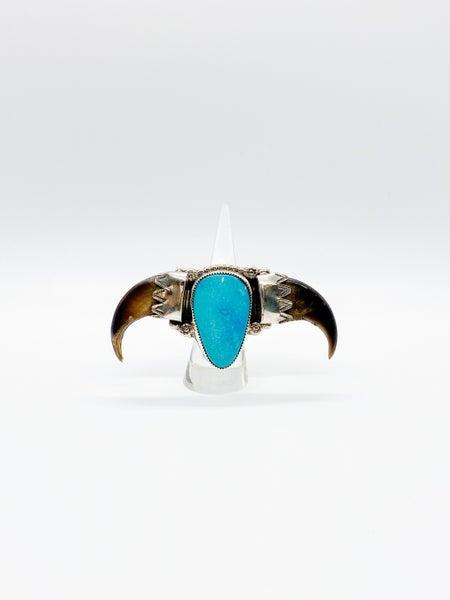 Turquoise Texas longhorn bull down Ring