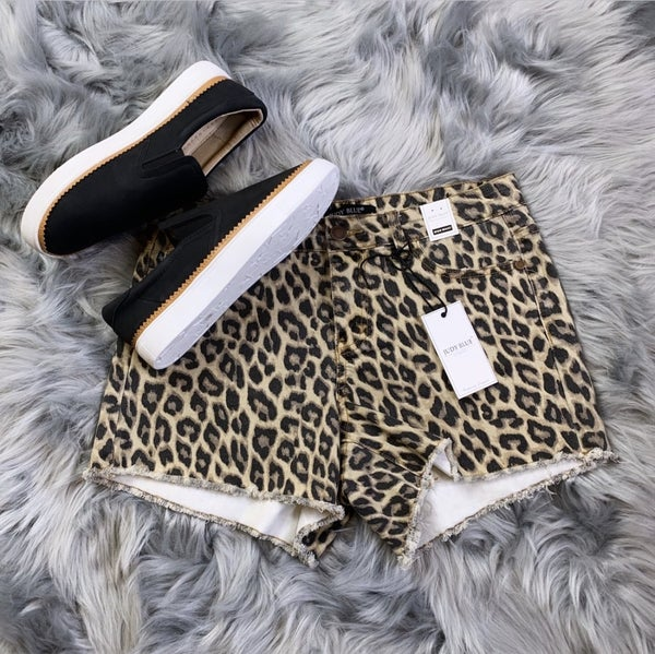 Judy Blue Leopard Mid-Rise Short