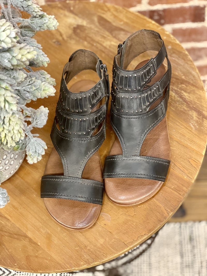CHARLA ROAN By Bed Stu Sandal