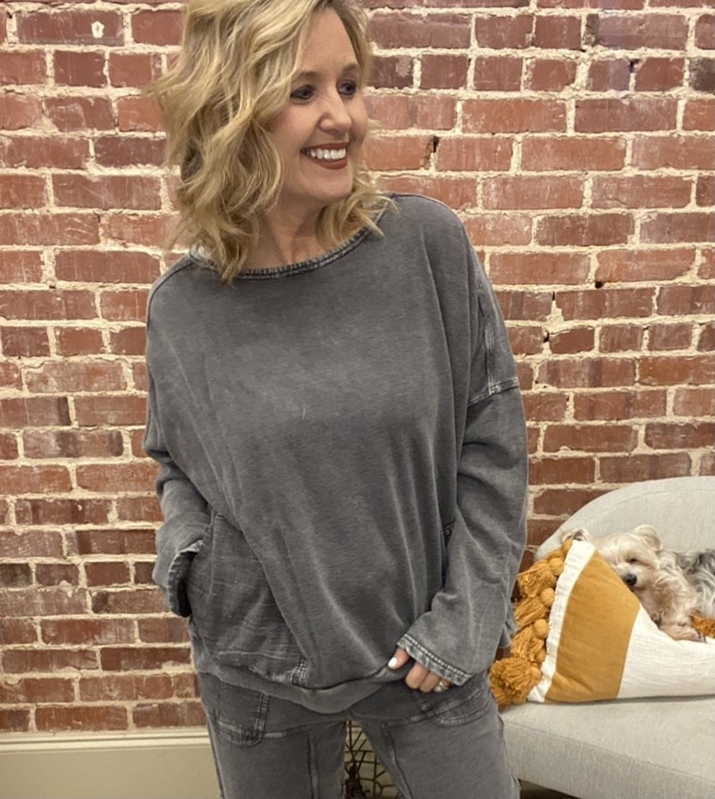 Easel Pocket Pullover Sweatshirt  in Charcoal
