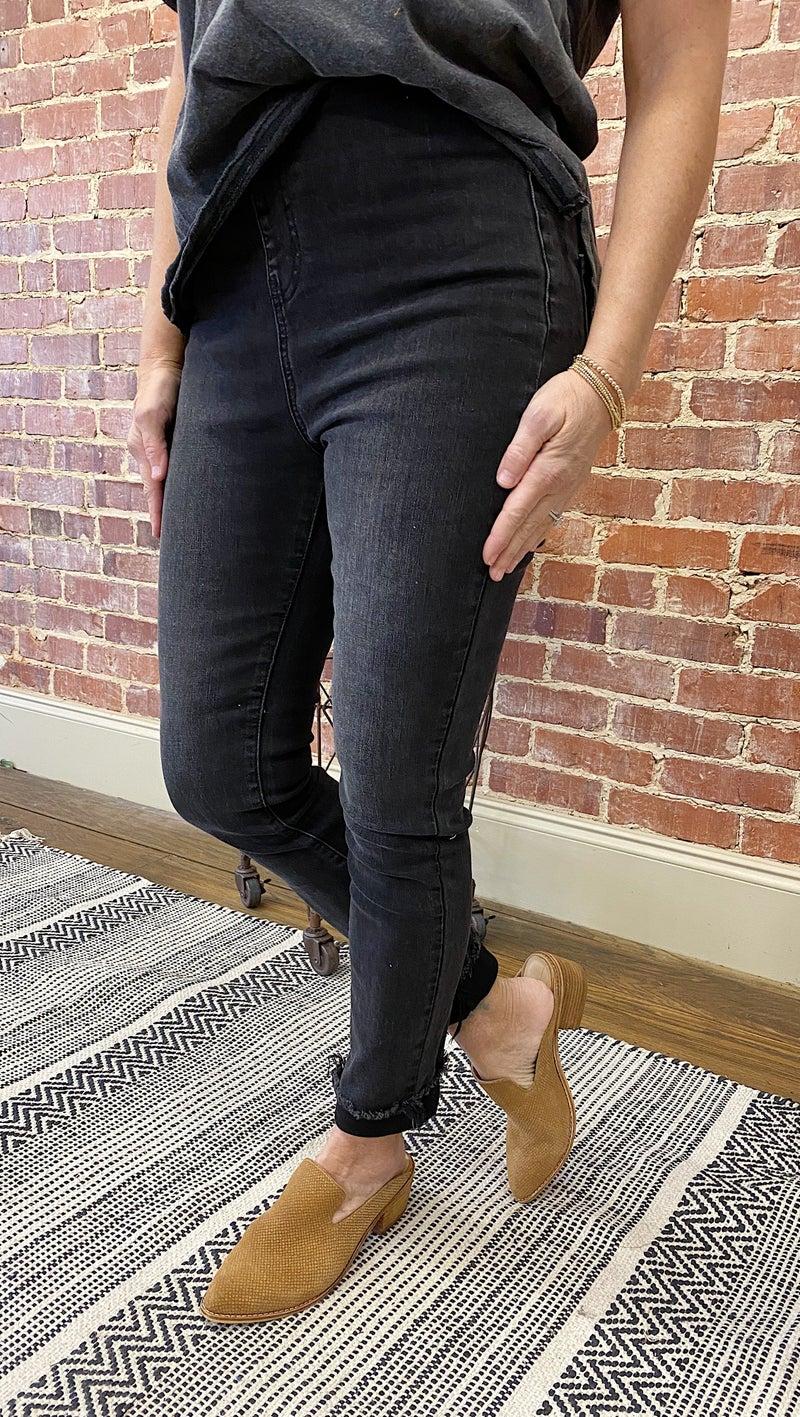 Amazing Frayed Pull On Skinnies