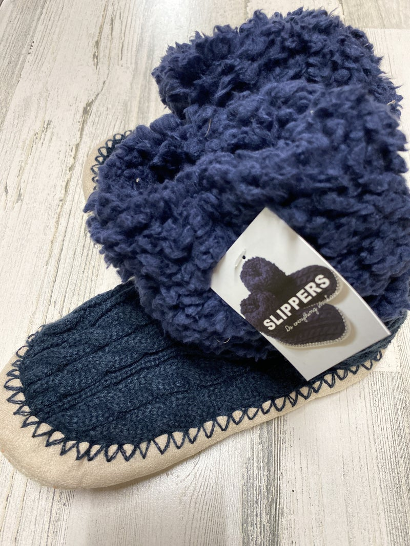 CABLE KNIT NAVY AND TAN MOC SHERPA SLIPPER *Final Sale*