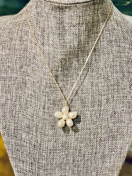 FRESH WATER PEARL FLOWER NECKLACE