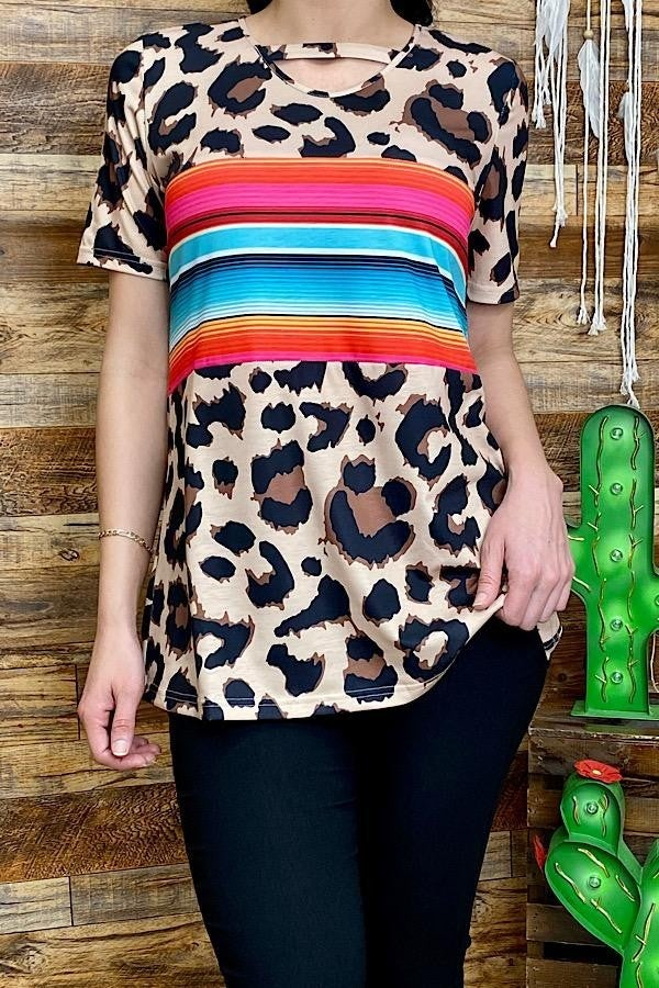 Leopard printed short sleeve top w/serape PU