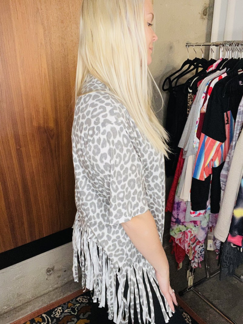Grey leopard printed short sleeve top w/fringe tassels PU