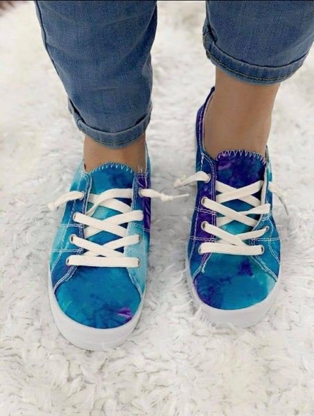 PURPLE AND BLUE TIE DYE FOREVER COMFORT SHOE