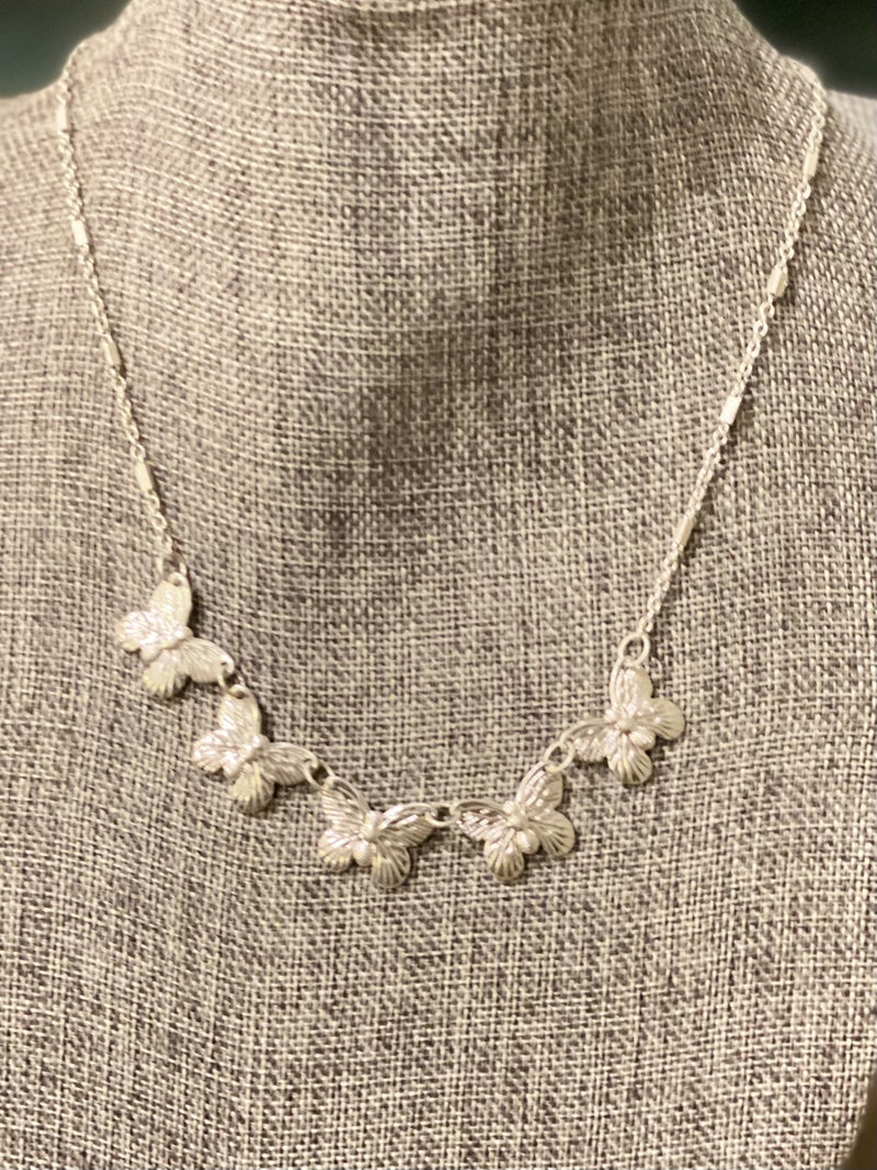 SILVER BUTTERFLY COLAR NECKLACE