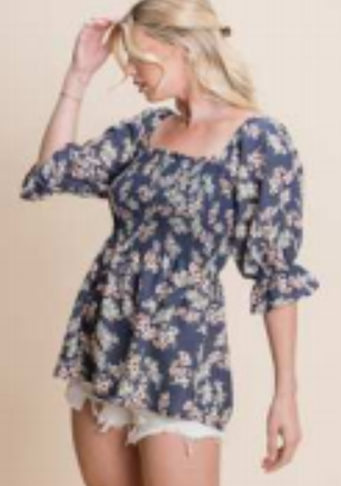 floral print woven top featuring smocking detail top