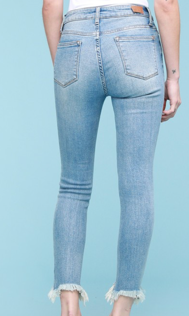 Judy Blue She's All That Frayed Skinny - Light Wash