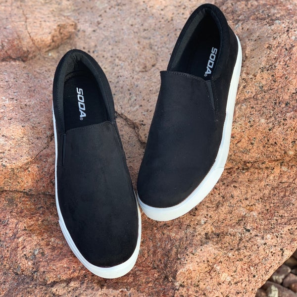 On The Go Sneaker - Black