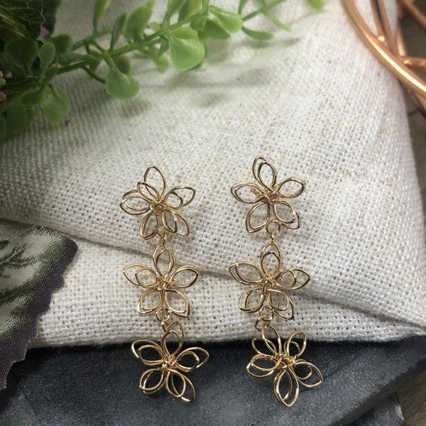 Metal Wire 3 Tier Flower Post Stud Earrings