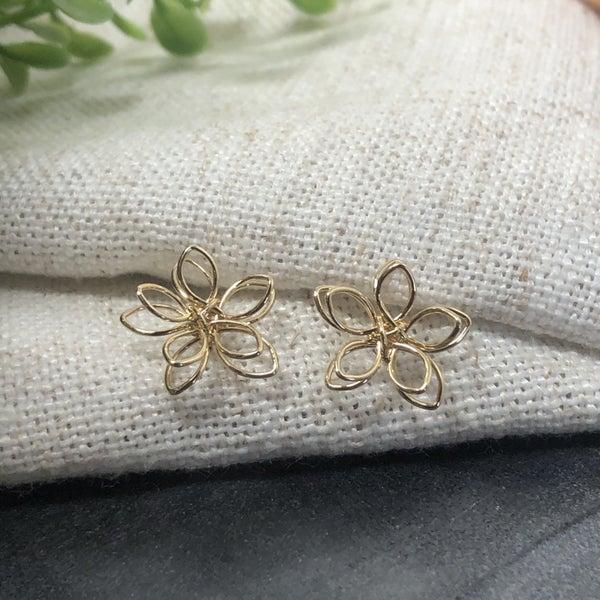 Metal Wire Flower Post Stud Earrings