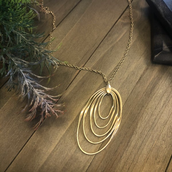 Layered Metal Rings Pendant Necklace