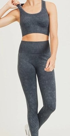 Seamless Mineral-Washed Sports Bra and Highwaist Leggings
