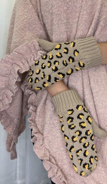 Cheetah Mitten
