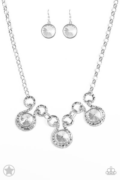 Paparazzi Necklace Blockbuster - Hypnotized - Silver White