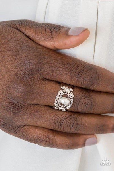 Paparazzi Ring ~ Mod Modest - White