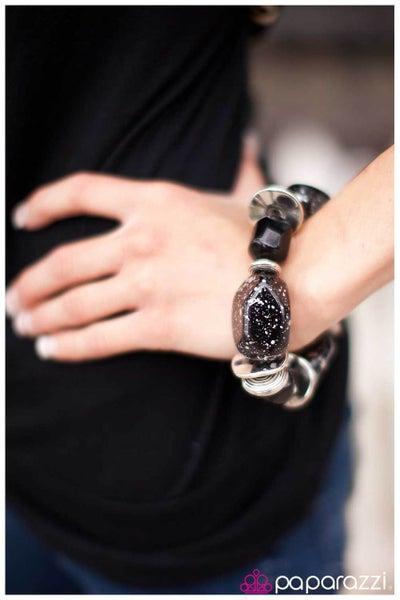 Paparazzi Bracelet Blockbuster - Glaze of Glory - Black