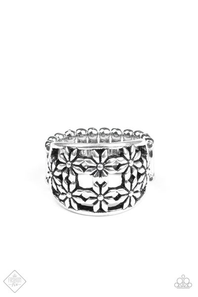 Paparazzi Ring ~ Crazy About Daisies - Silver - Fashion Fix Aug2020
