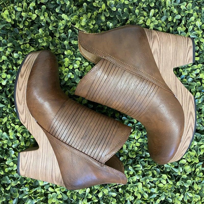 Brown Strappy Clog Heels *Final Sale*