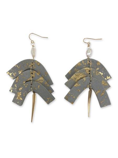Chic'd Out Metallic Grey w/ Fresh Water Pearl Earrings