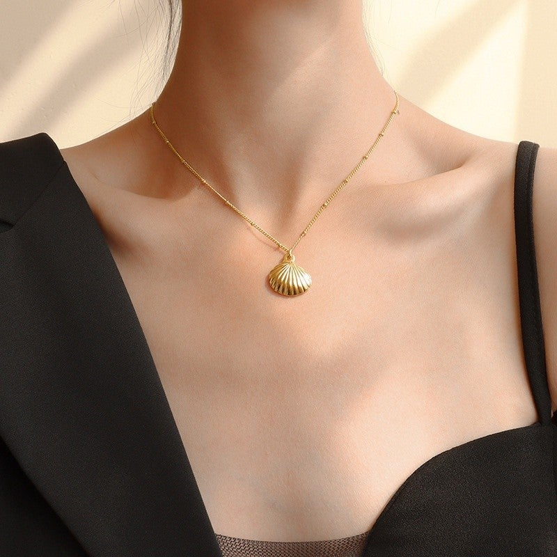 Shellin' Out Necklace - Gold