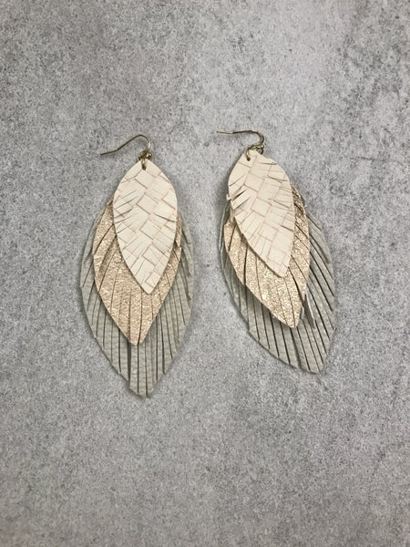 {TRIPLED LEATHER FEATHER EARRING}
