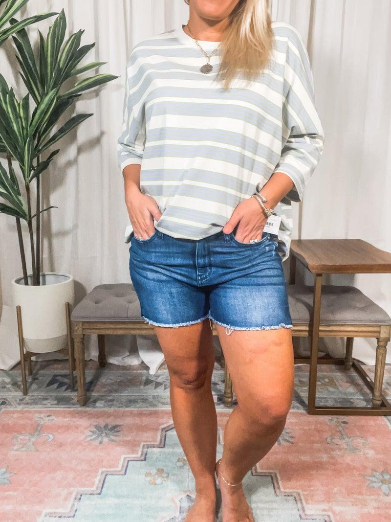 Judy Blue- Mid Rise Cut off Hem Short