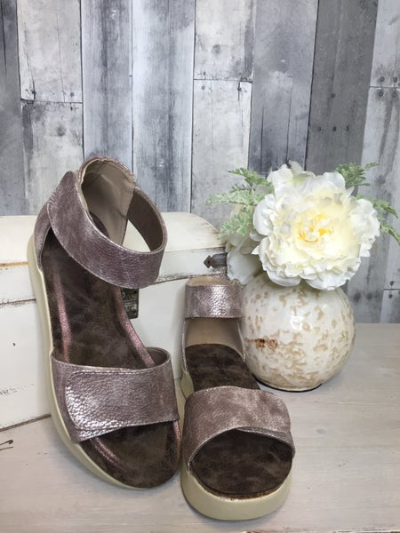 {PIERRE DUMAS CODE-3 WEDGES} *Final Sale*