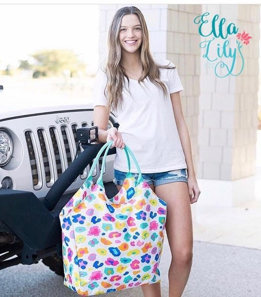 Beach/weekender tote bag with zipper close