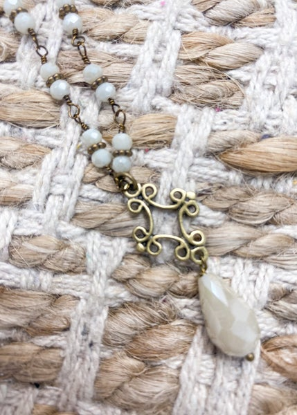 Charly's Treasures - Venice Short Pearl Necklace