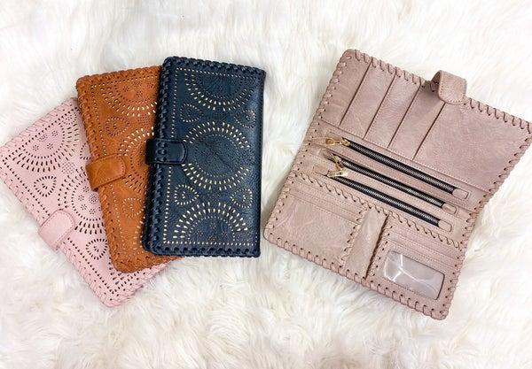 The Traveler Passport Wallet (ONLINE ONLY)*