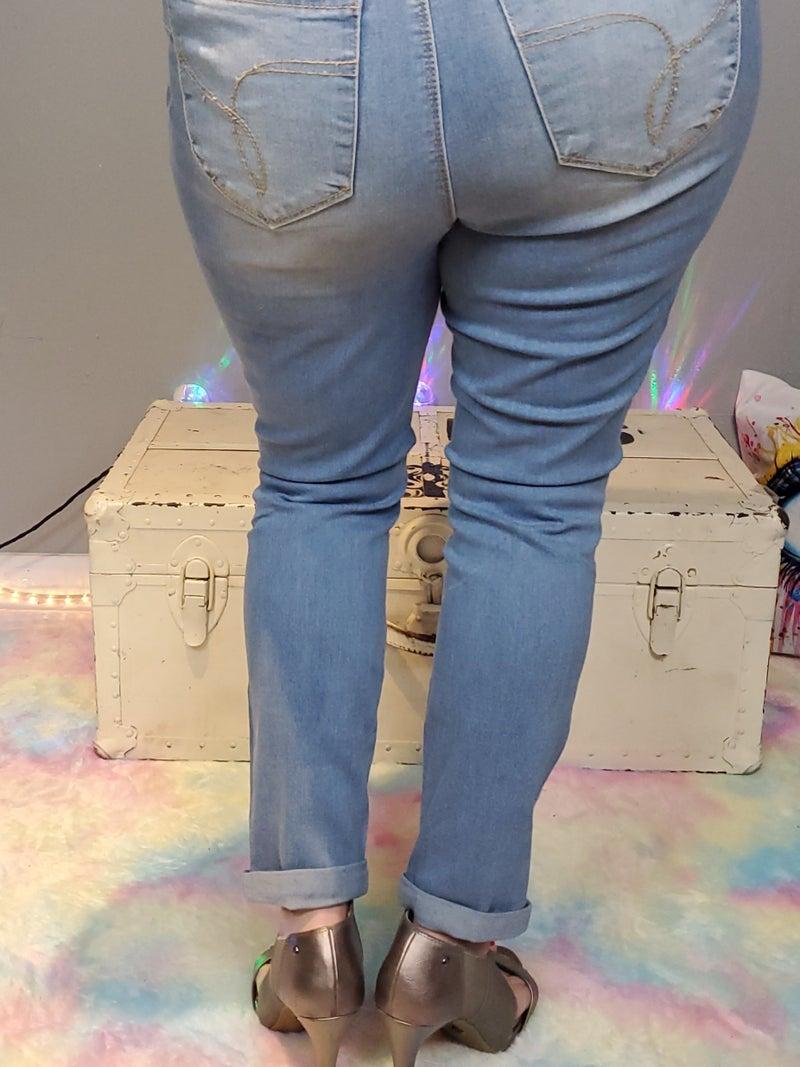 Curvy Wannabettabutt Midrise Roll Up Cuff Ankle Jean