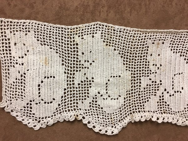 Handmade lace with cats