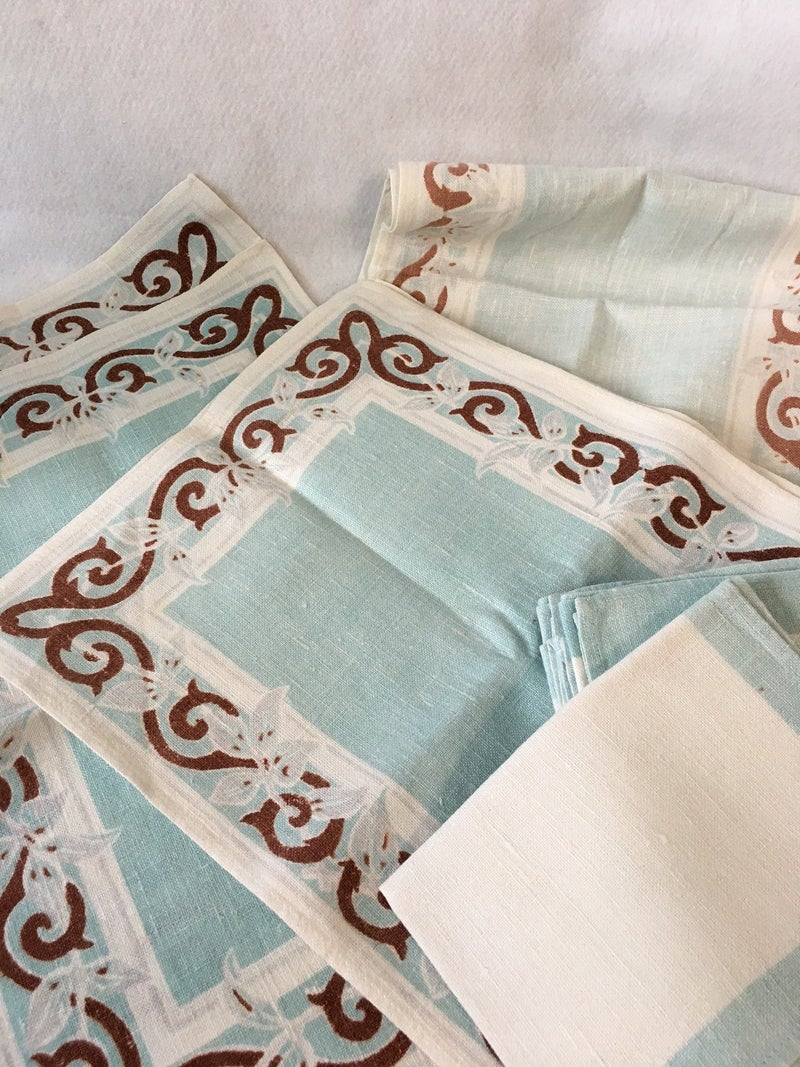 Linen table runner with 8 placemats & napkins