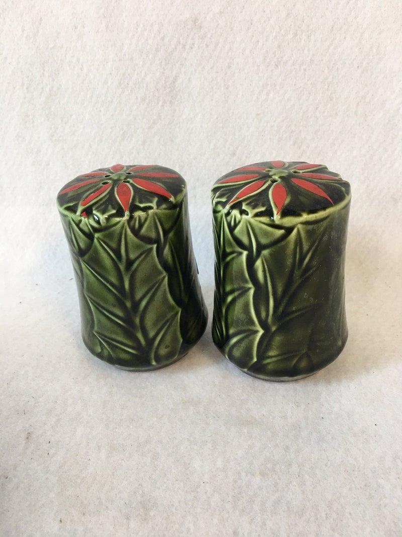 Enesco holly salt & pepper set, no corks
