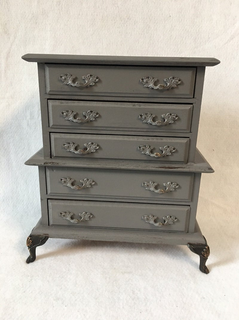 Jewelry chest of drawers with music box