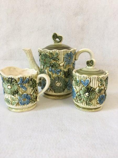 Vintage daisy print tea/coffee service