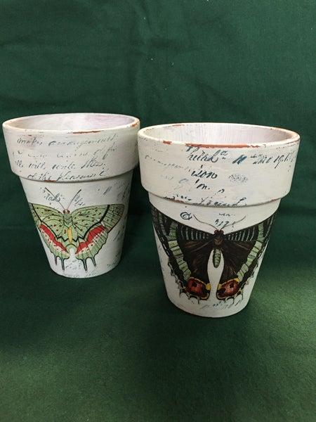 Set of 2 clay pots