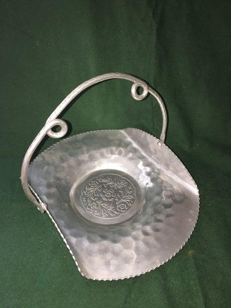 Vintage Aluminum dish w/handle