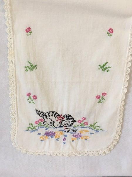 Embroidered dresser scarf black cat
