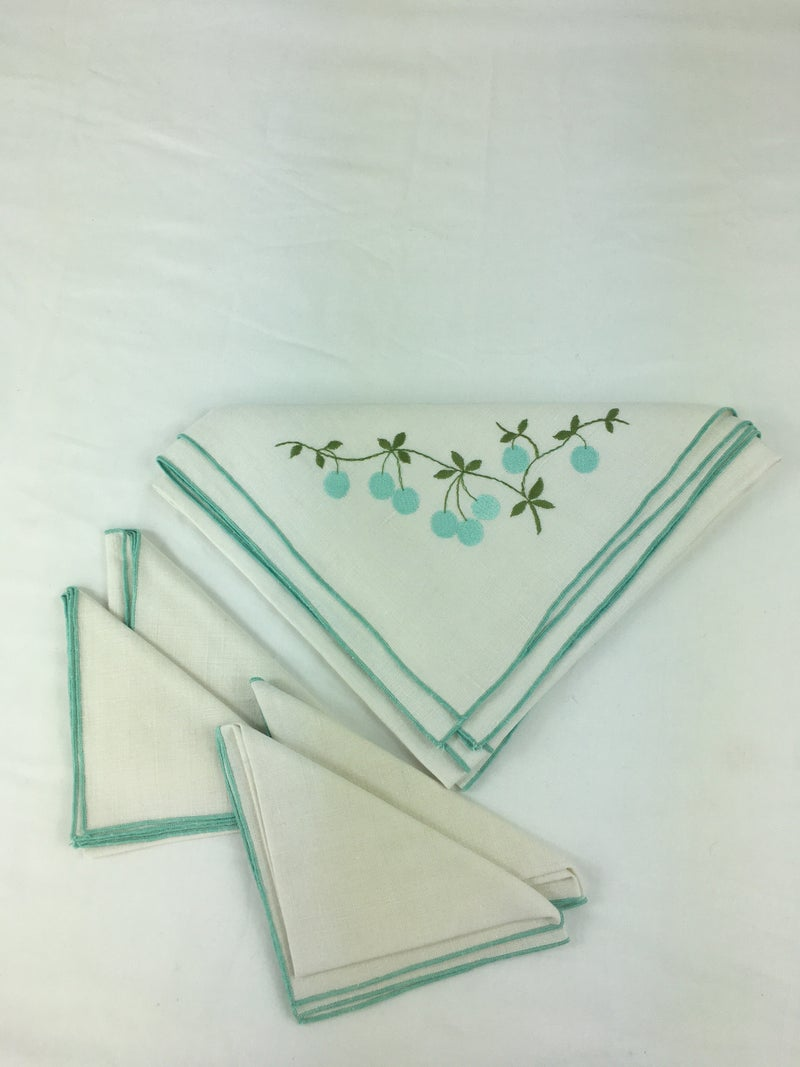 Vintage linen card tablecloth and 4 napkins