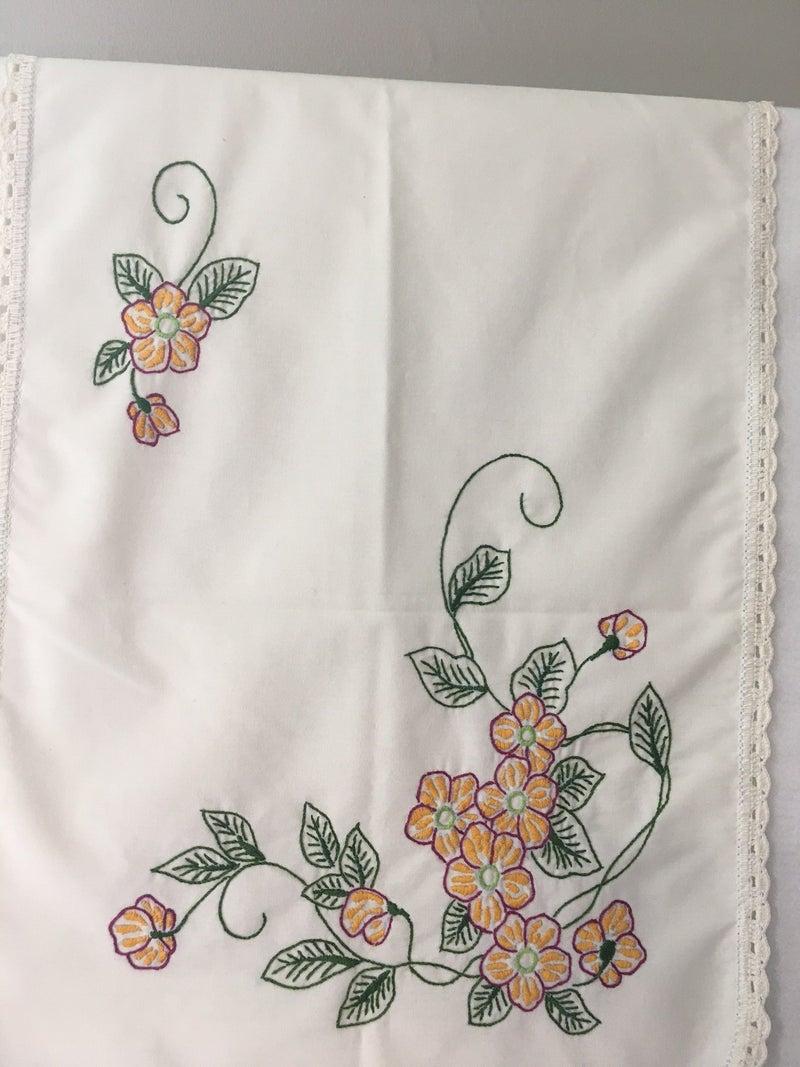 Vintage dresser scarf w/floral