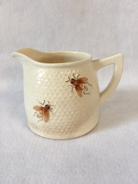 Honeybee pitcher by Marutomoware