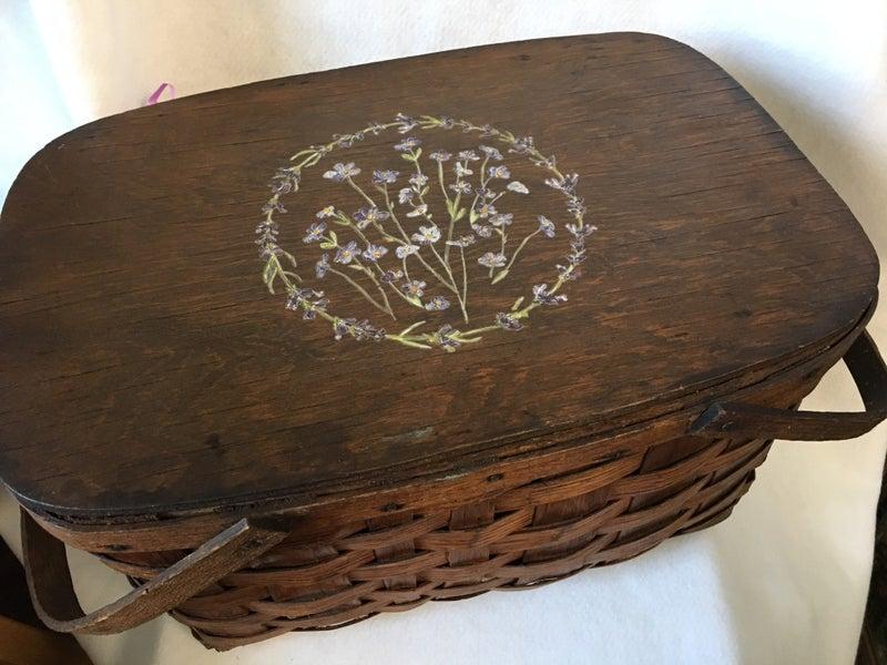 Vintage picnic basket with transfer