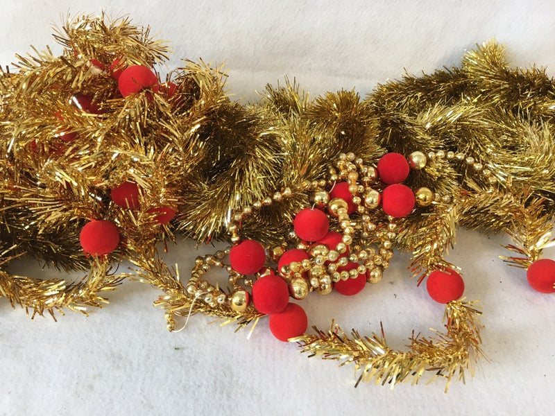 3 strands red & gold tree garland with extra beads